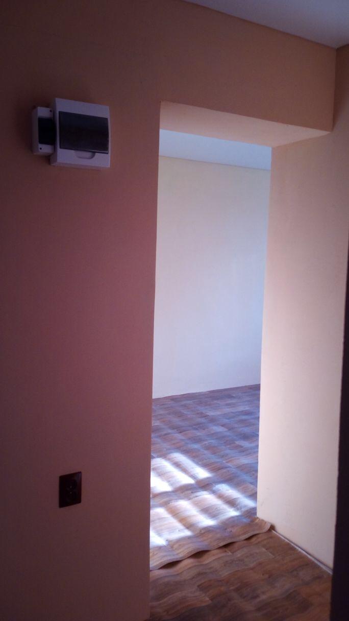 продам 2х комнатную квартиру 42 кв. м. на втором этаже в кирпичном доме. в квартире д ...